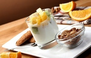 yogurt with fruit and nuts